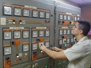 Com os diversos simuladores os alunos aprendem a operar os mais variados equipamentos de bordo