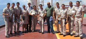 Comte Giovana, Chefe Barra e Chefe Cintra, com os alunos.