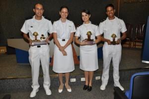Da esquerda para direita: POM Saulo, a mentora do concurso Letícia Silva, Al. Bruna Pina e o Al. Pedro do CIABA.