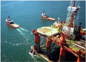 AHTS em operação com plataforma