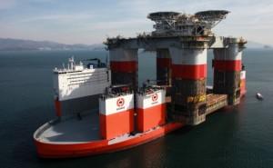 2013-02-08-Dockwise-Vanguard-loading-JSM-hull-02-635x393